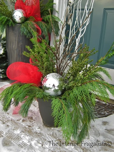 Materials used to make an outdoor Christmas urn