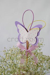 πεταλόυδα σε στικ ροζ λευκό πουά με κορδελάκια για διακόσμηση βάπτισης κοριτσάκι
