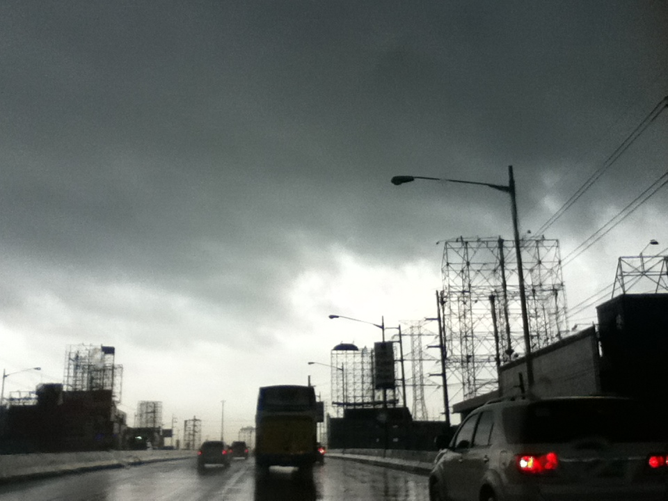 Along the Alabang Viaduct at around half past four this afternoon: see the delineation.