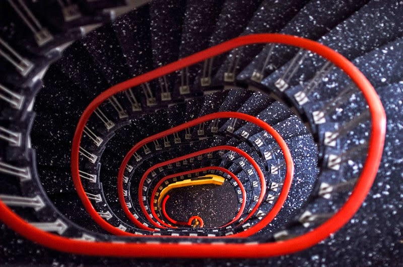 "10. ""Clip"" – Gabriel Biel - 15 Mesmerizing Examples of Spiral Staircase Photography"