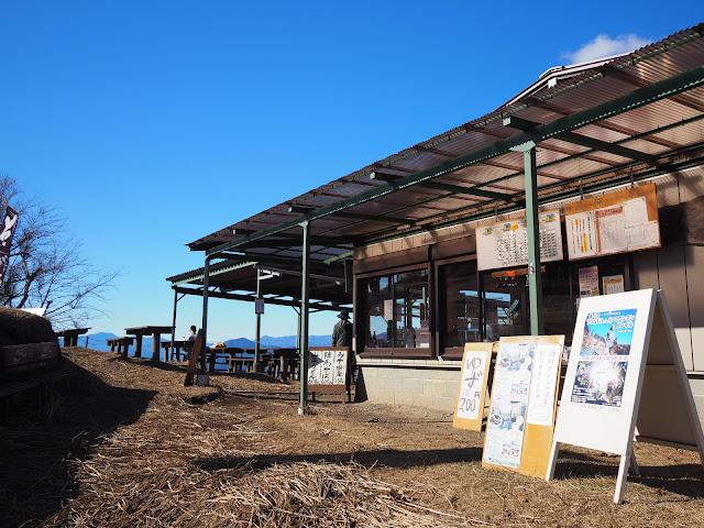 陣馬山山頂 茶屋