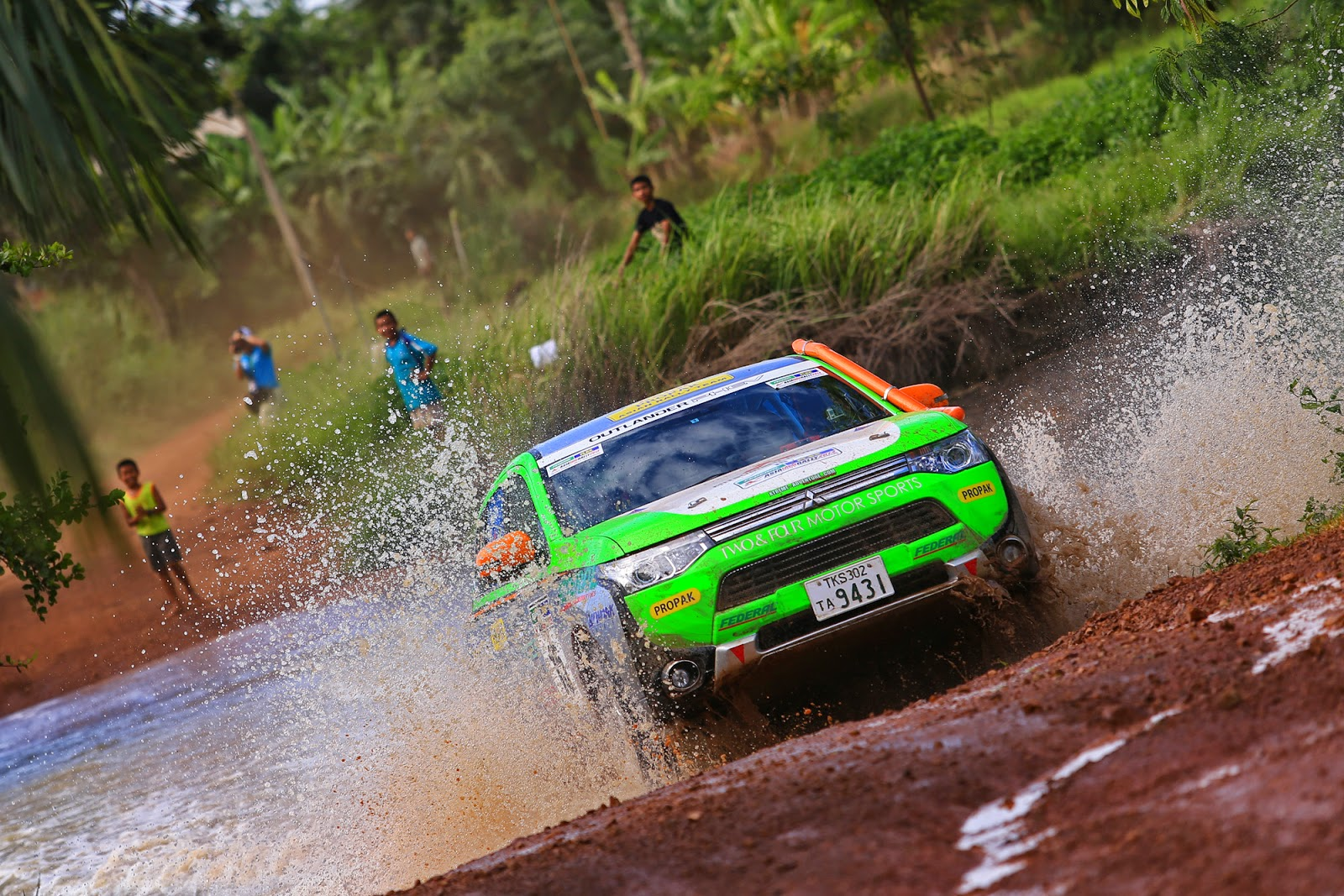 Το Mitsubishi Outlander PHEV στο 2014 Asia Cross Country Rally - Δεύτερη συνεχόμενη νίκη στην κατηγορία ηλεκτρικών οχημάτων