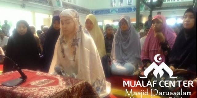 Aktivis Gereja Ikrar Syahadat di Masjid Darussalam Kota Wisata Cibubur