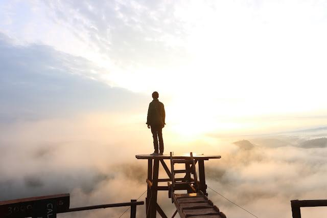 Menikmati Matahari Terbit di Bukit Panguk Kediwung