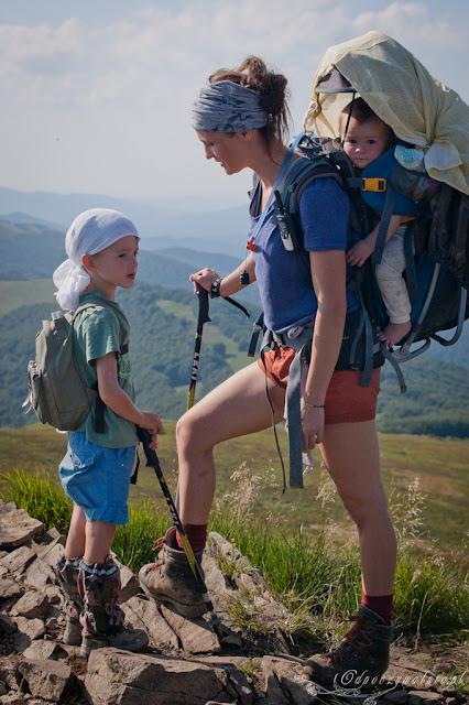 dziecko w górach, trekking z dziećmi, dzieci na szlaku