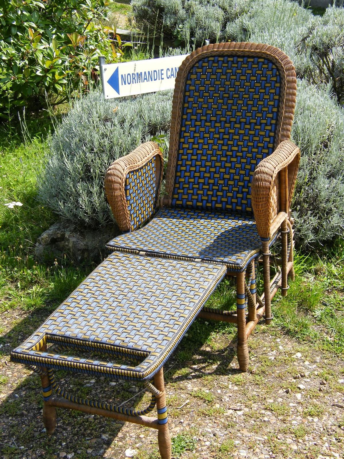 normandie cannage une chaise longue en rotin en couleur. Black Bedroom Furniture Sets. Home Design Ideas
