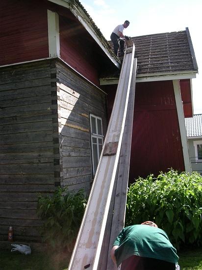 kattotiilien purkaminen