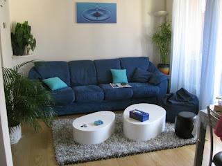 Sala en blanco y azul