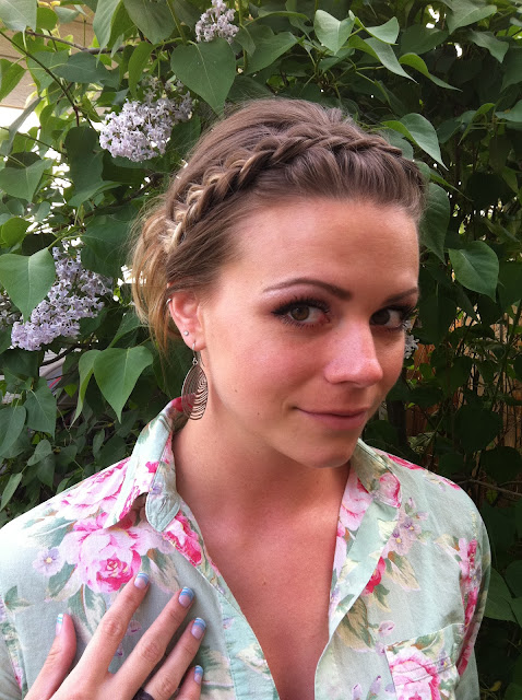 Fun Braids For Bad Hair Days: Bye Bye Beehive │ A Hairstyle Blog: 3-Minute Messy Bun
