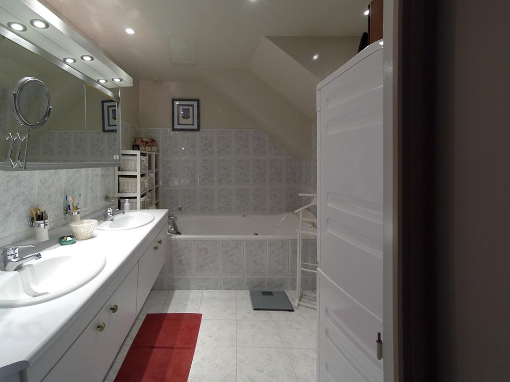 Art thisan salle de bain carrelage gris meuble vasque for Meuble salle de bain carrelage gris