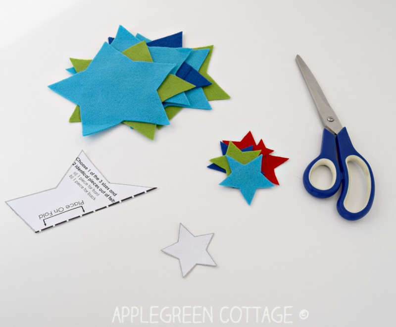 DIY Christmas Decorations - Felt Stars Free Pattern - AppleGreen Cottage