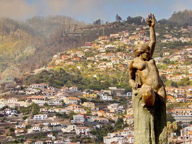a elegante Estátua da Autonomia