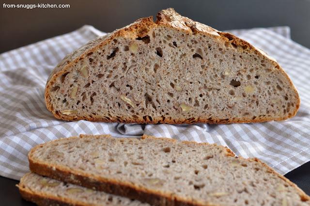 Brot aus 3-erlei vom Dinkel mit Walnuss