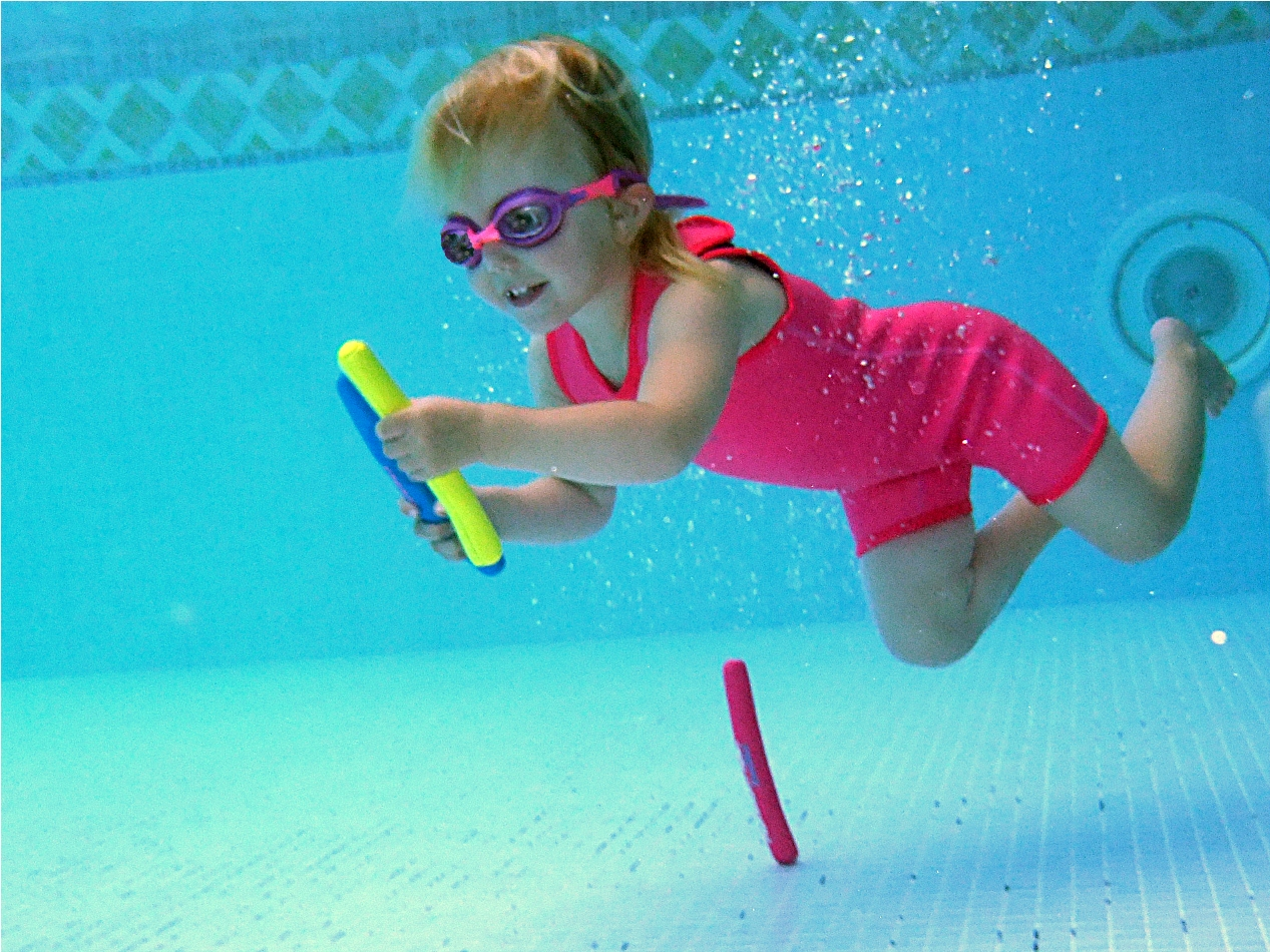 gallery of little kids swimming underwater - Kids Swimming Underwater