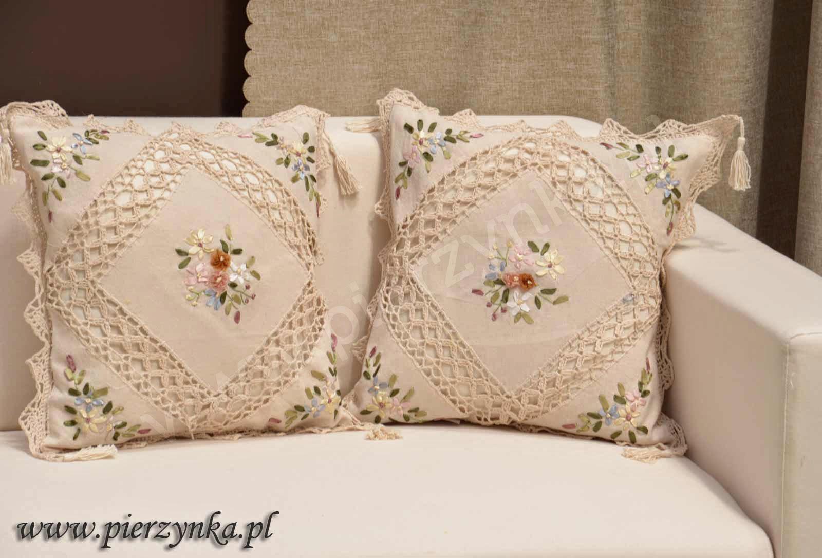 zdobienia poduszki koronka i haftem