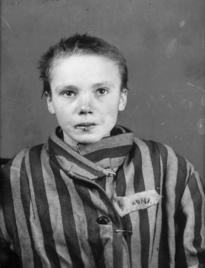 Digital Artist Colorizes The Last Heartbreaking Pictures Of A 14-Year-Old Polish Girl In Auschwitz - She cried but she could do nothing.