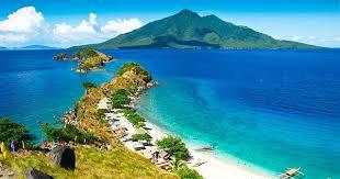 10 Pantai Dengan Pemandangan Laut Yang Indah