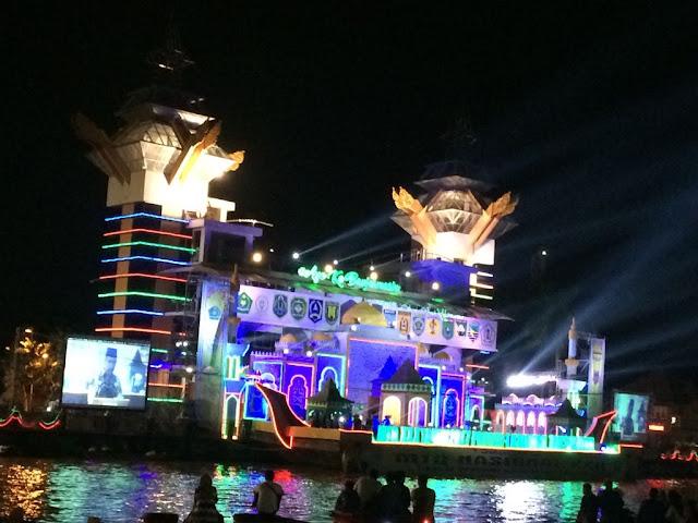 Kemegahan Panggung Utama MTQ Kalsel 2017 Ke 30 di Pinggir Sungai Martapura
