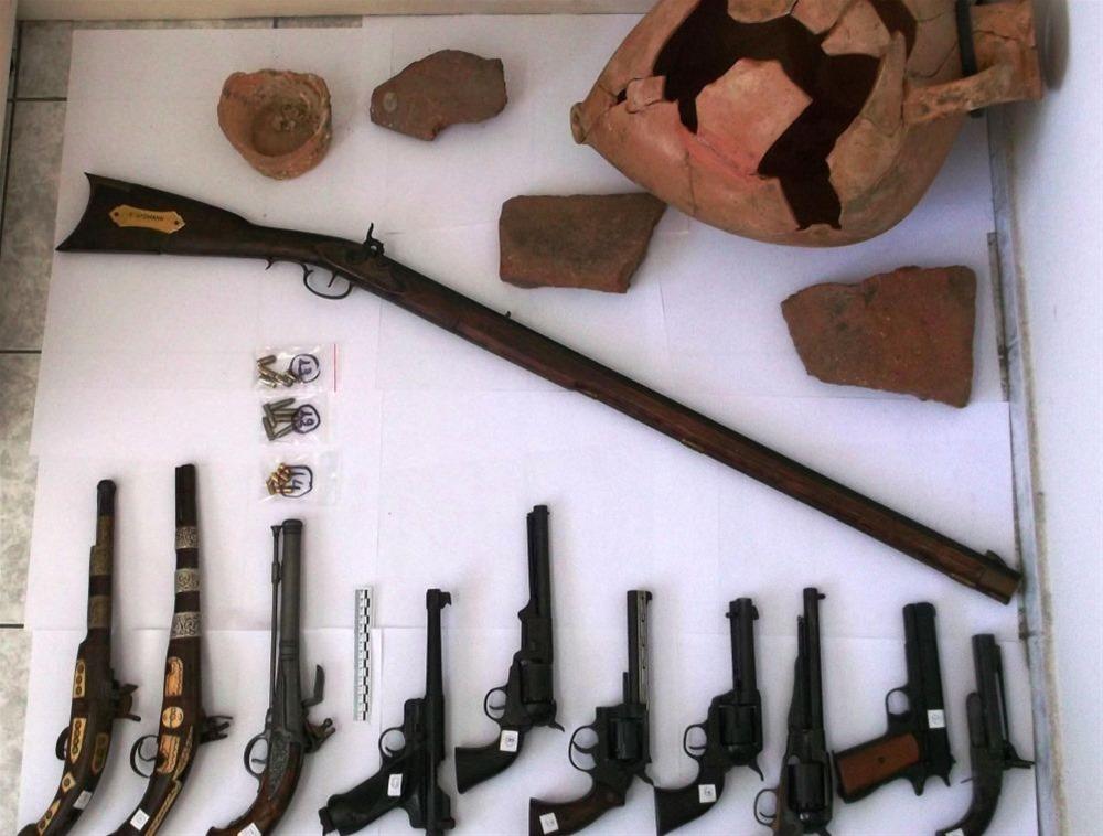 Είχε ένα οπλοστάσιο και αρχαίο αμφορέα στο σπίτι του στα Νέα Ρόδα Χαλκιδικής