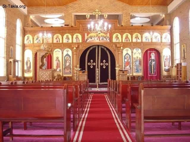 داليا إيهاب المسلمة المحجبة أول  رسول محبة داخل الكنائس ترتل الترانيم
