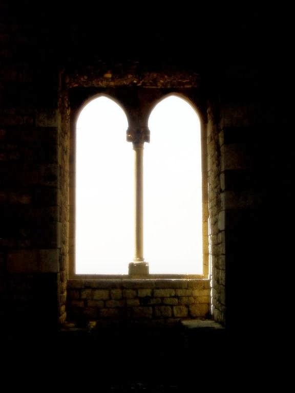janela típicamente  medieval