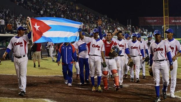 Por ahora, pareciera que Higinio Vélez y la federación están contando con que este nuevo sistema incentive a los jugadores a mantenerse en Cuba, en lugar de desertar