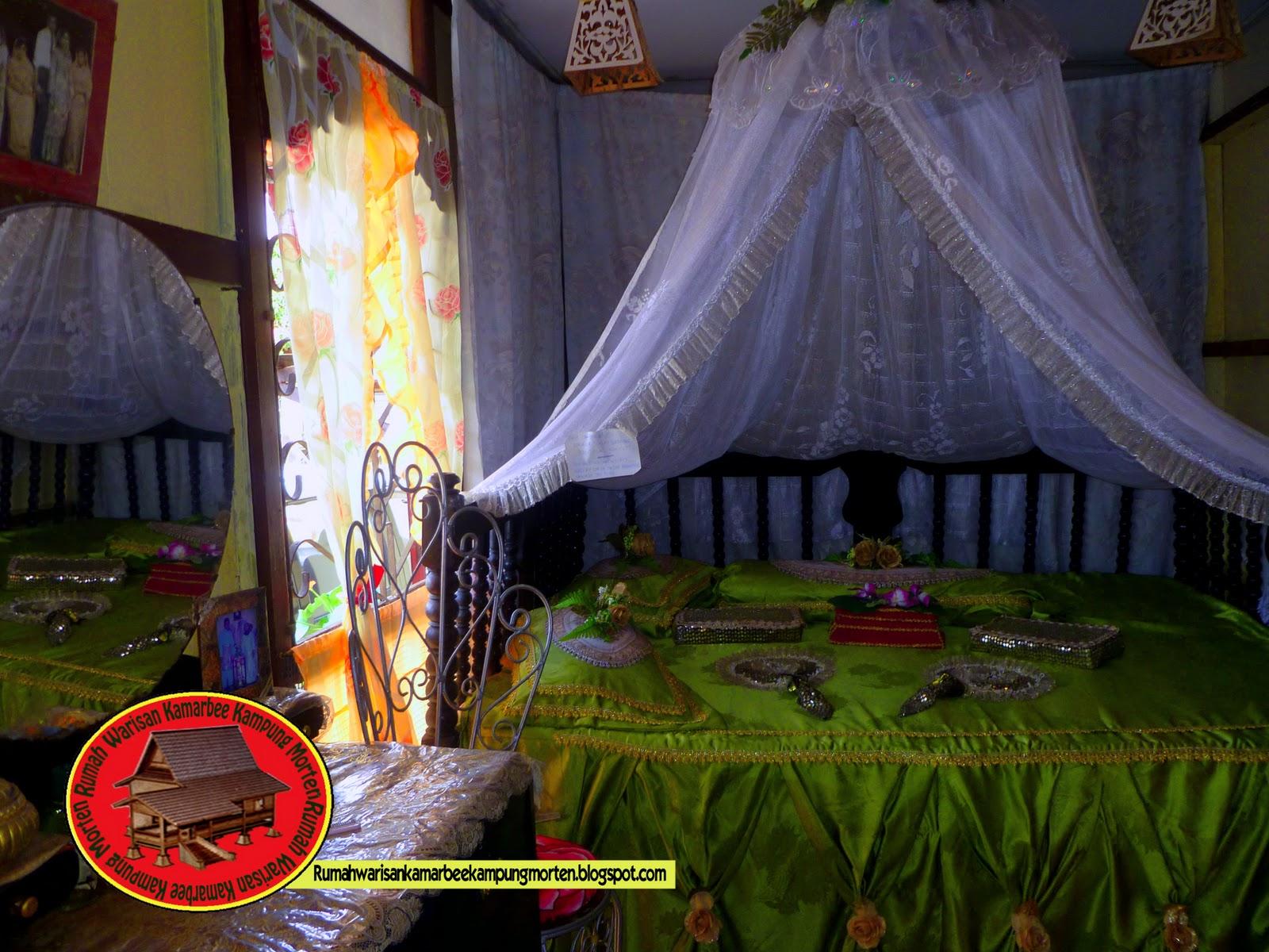 Bilik Pengantin Tradisional Di Dalam Rumah Warisan Rbee Ini Mampu Membawa Pengunjung Ke Zaman Dahulu Dengan Melihat Barang Hiasan