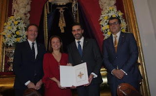 La Agrupación de Cofradías de Málaga entrega los nombramientos de pregonera y cartelista de la Semana Santa de 2019 de Málaga
