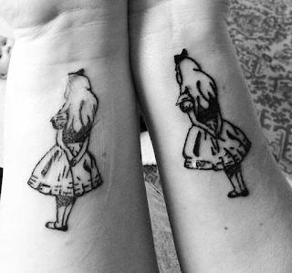 tatuaje alicia en el pais de las maravillas