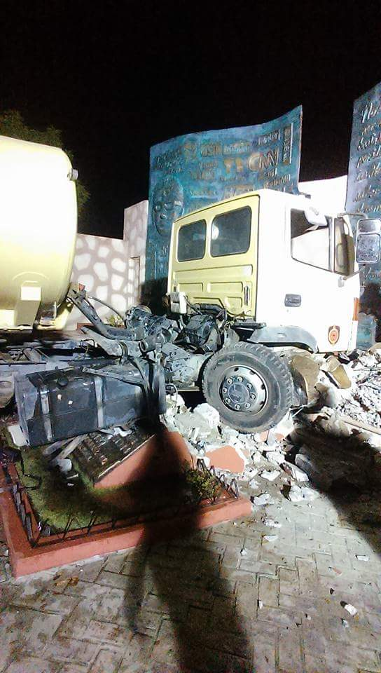 Video-Camión Bomberos, destruye Plaza Orlando Martínez, San Juan