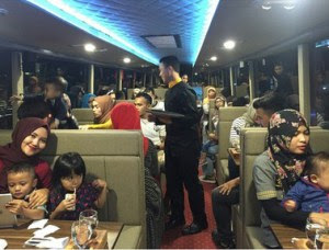 Wisata Kuliner Restoran Street Gourmet Sambil Keliling Kota Bandung
