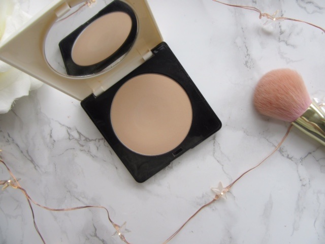 H&M Perfectionist Finishing Powder Ivory