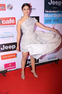 Red Carpet of Most Stylish Awards 2017 ~ Alia Bhatt (3).JPG