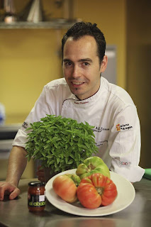 Rubén Petursa cocinero Aragones que ha realizado la receta de mermelada de tomate rosa y albahaca el ababol