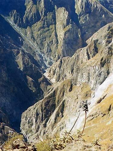 Foto de montañas en el Cañón del Colca