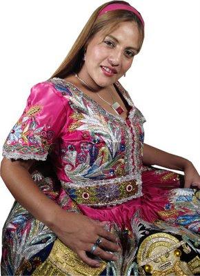 Marisol Cavero con traje folclórico