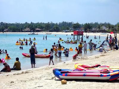 Rides in Bandengan beach