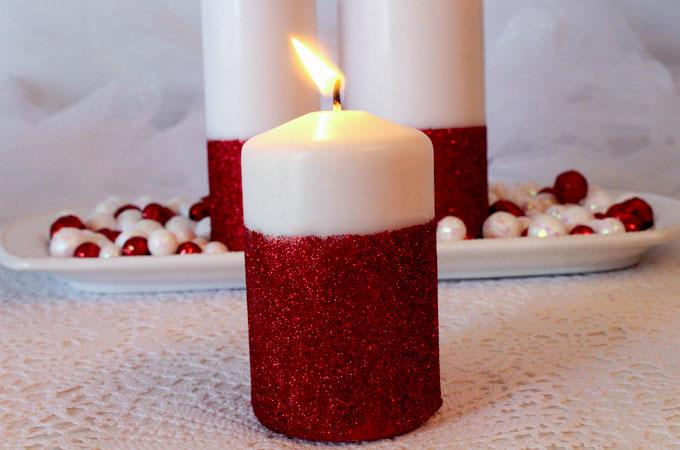 Immagini di Natale Foto di una candela per Natale rosso e bianco