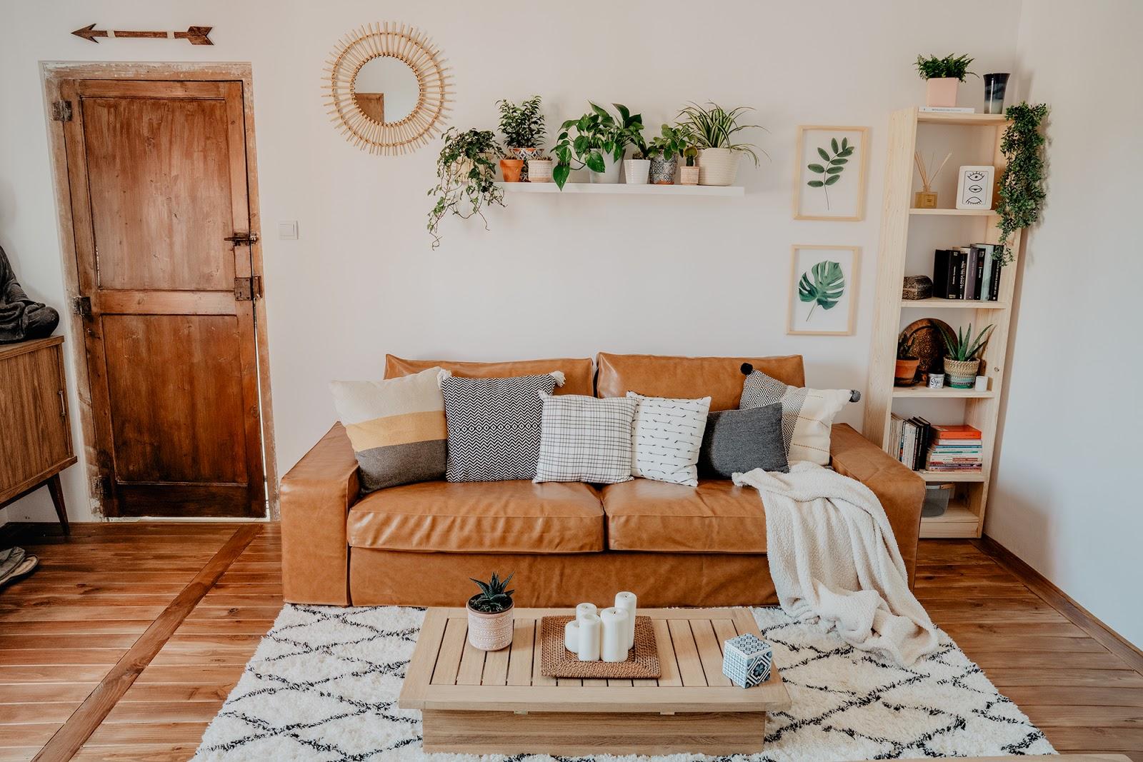 decoracion boho, decorar pared sofa, sofa kivik, leroy merlin,