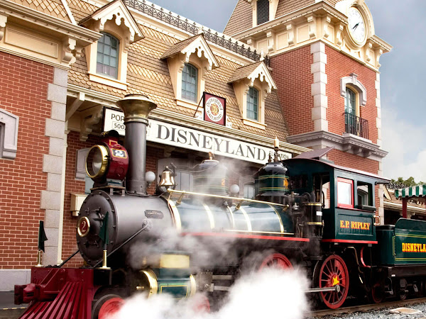 The Greatest Events to Experience At the Disneyland Resort