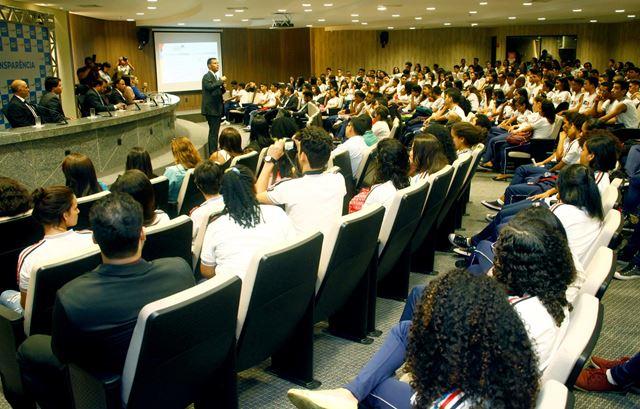 Ouvidor-geral do Estado, Marcos Caminha, ressaltou a importância de combater as pequenas corrupções. Foto: Handson Cunha