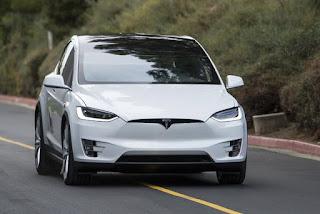 Suv Tesla Model X elettrica