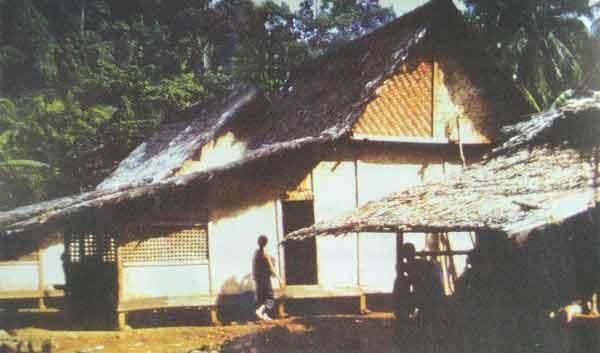 rumah-adat-suku-naga-di-kampung-naga-jawa-barat