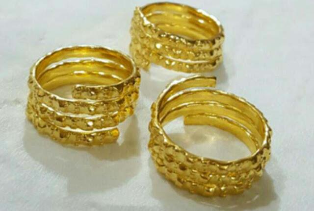 perhiasan gelang emas