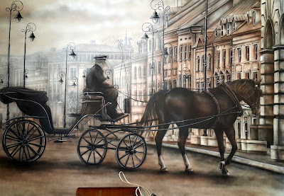 Malowanie obrazu na ścianie ze starej fotografii, malowidło przedstawia starą przedwojenną warszawę, malowanie dorożki