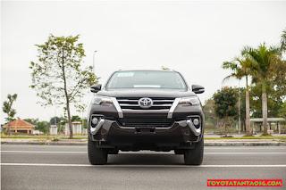 So sánh Toyota Fortuner với Hyundai Santafe ở bản máy dầu, 2 cầu, số tự động ảnh 3