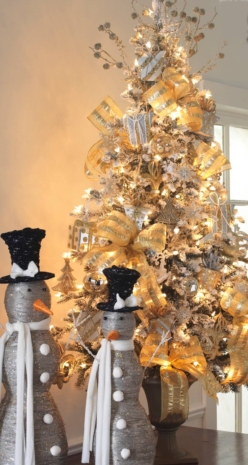 Raz Gold Christmas Tree with Penguins