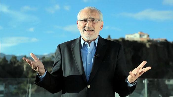 Carlos Mesa acepta ser candidato presidencia por el FRI