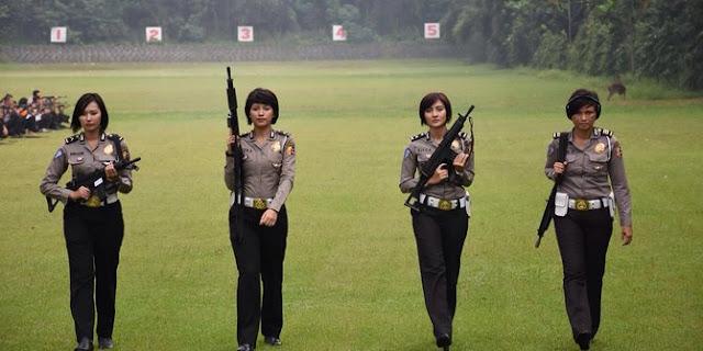 Mengitip 6 polwan cantik Latihan Menembak di Mako Brimob Depok