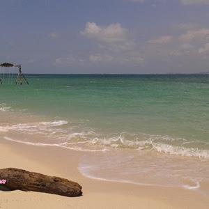 Pulau Beralas Pasir Flickering of White Sands
